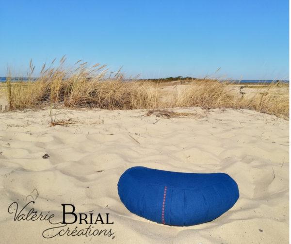 Coussin de méditation demi lune balle d'épeautre bio bleu roy