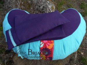 Coussin de méditation demi lune Violet/ Lagon garni de balle d'épeautre biologique